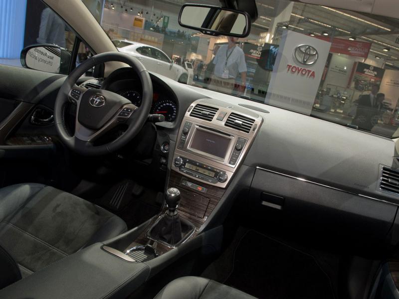 Тойота авенсис фото салона