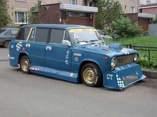 Тюнингованная синяя ВАЗ 2102