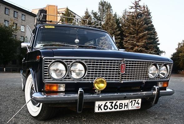 ВАЗ 2103, черный седан, вид спереди