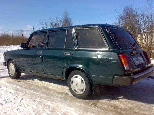Зеленый ВАЗ 2104, вид сбоку