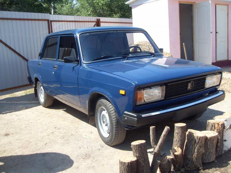 Синий ВАЗ 2105