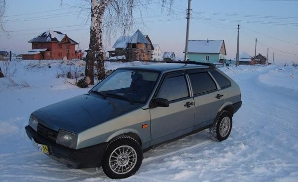 Серый ВАЗ 2109