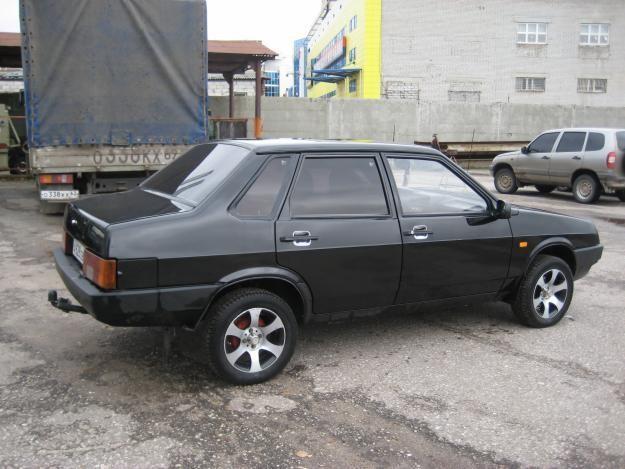 Черный ВАЗ 21099
