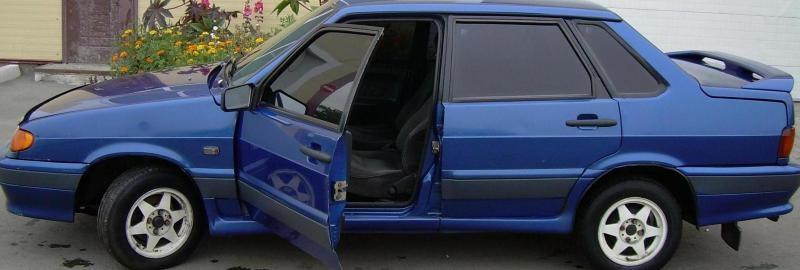 Синий ВАЗ 2115, вид сбоку