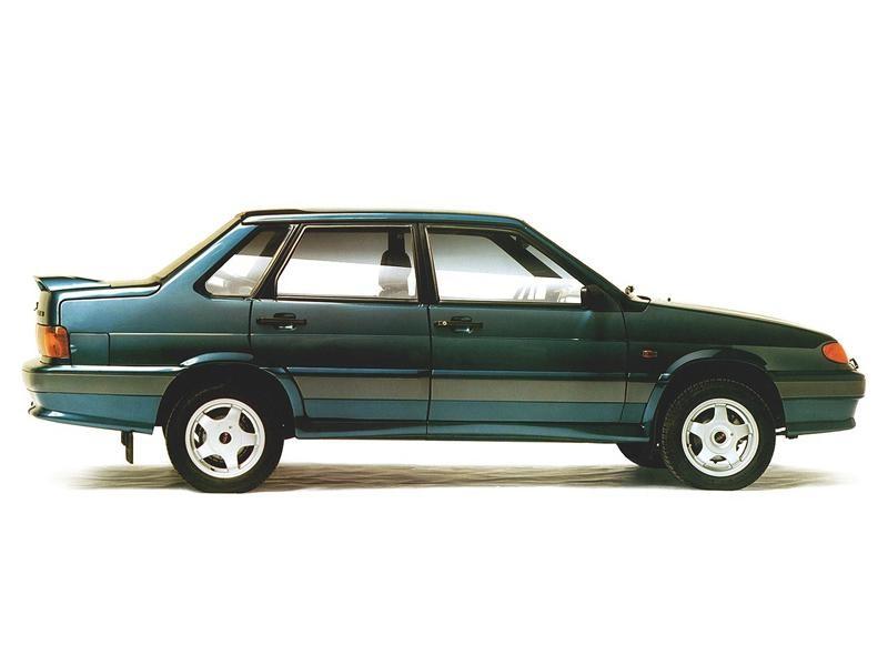 Зеленый седан ВАЗ 2115