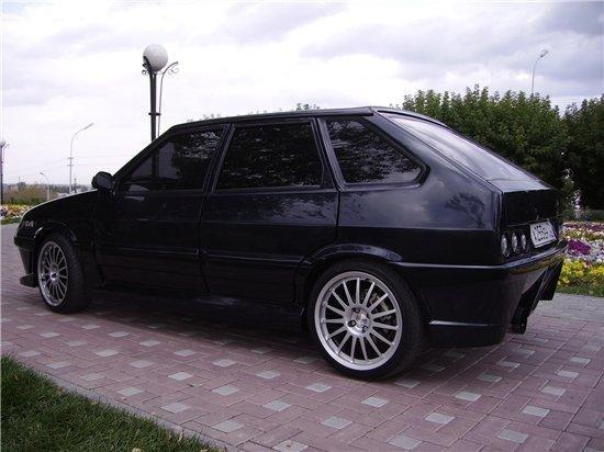 Черный ВАЗ 2114 тюнинг