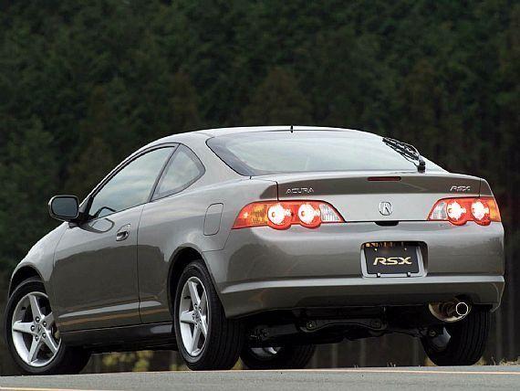 Серебристый Acura RSX 2010 вид сзади