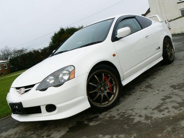 Белый Acura RSX 2011