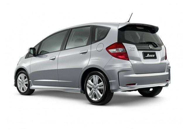 Серебристый Хонда Джаз 2012