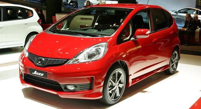 Красный Хонда Джаз 2012