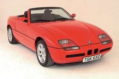 Красный кабриолет BMW Z1 вид спереди