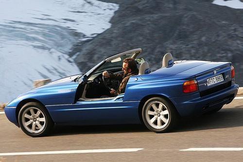 Синий кабриолет BMW Z1 вид сбоку