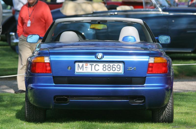 Синий кабриолет BMW Z1, вид сзади
