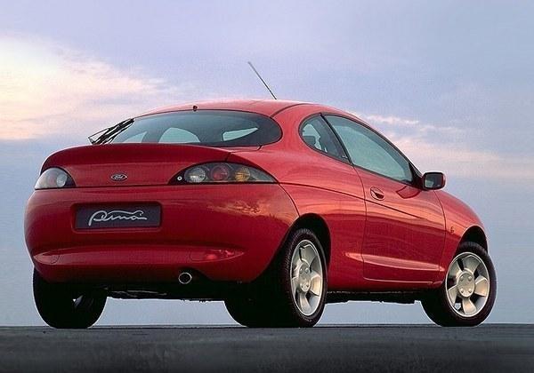 Красный динамичный Форд Пума