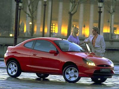 Красный стильный Форд Пума