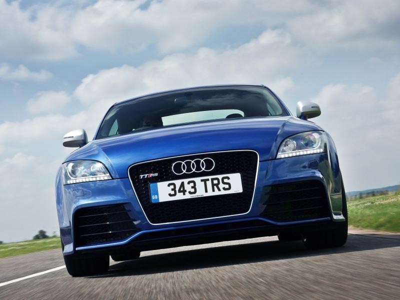 Синий купе Audi TT RS Coupe вид спереди