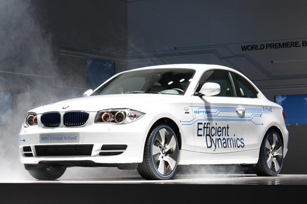 Белый купе электрокар BMW ActivE