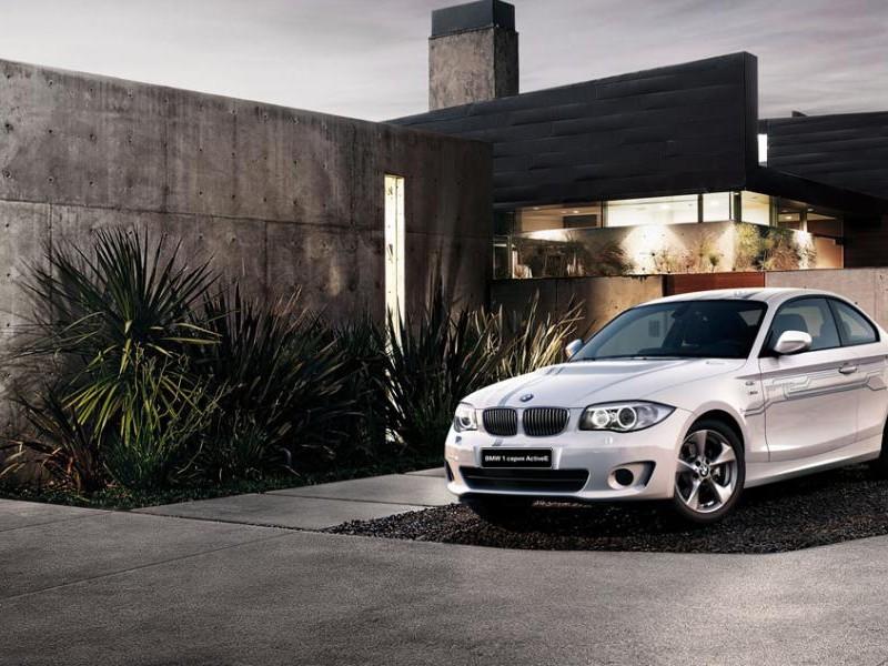 Белый купе BMW ActivE
