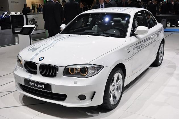 Белый купе BMW ActivE вид спереди