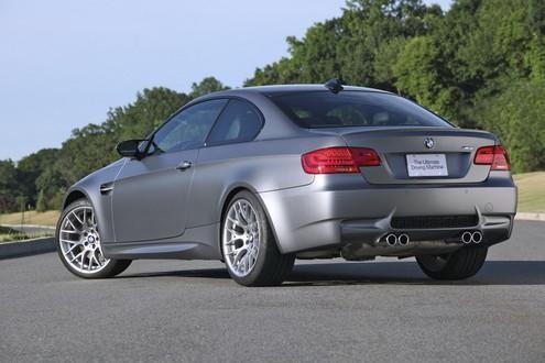 Серебристый купе BMW M3 Frozen вид сзади