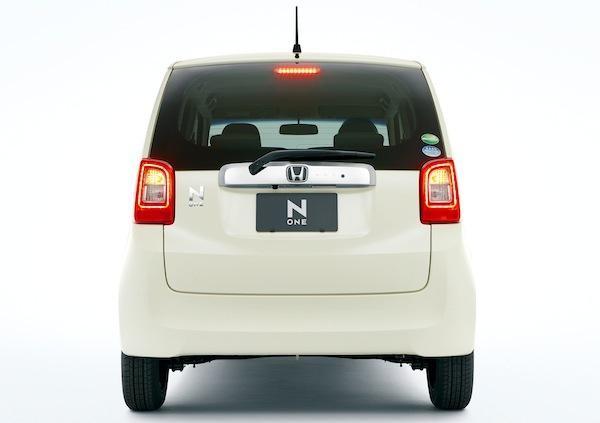 Белый Хонда N-One вид сзади