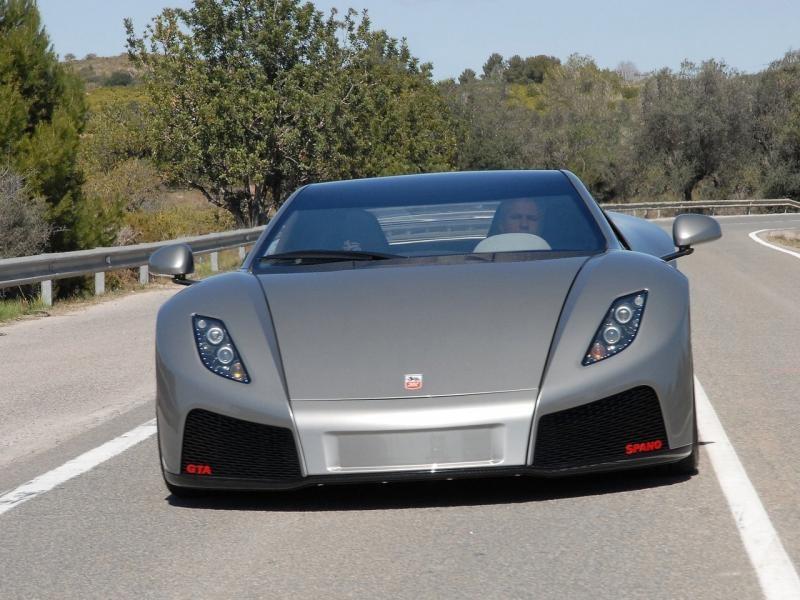 Роскошный серебристый GTA Spano 2013