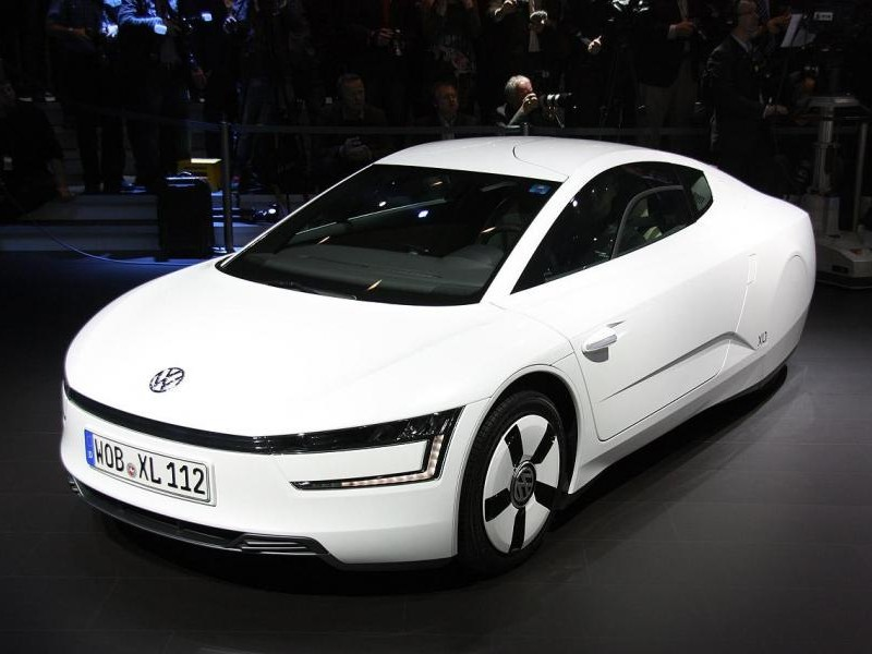 Белый концепт Volkswagen XL1