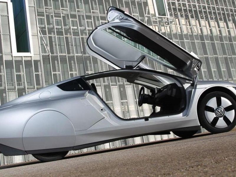 Серебристый концепт Volkswagen XL1