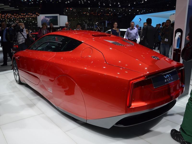 Красный концепт Volkswagen XL1