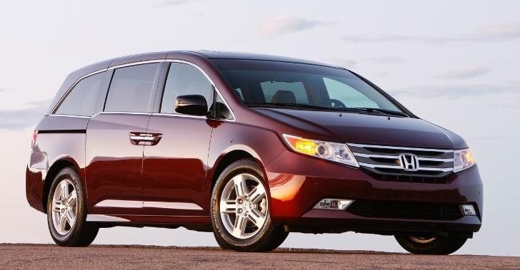Практичный минивэн Honda Odyssey 2013