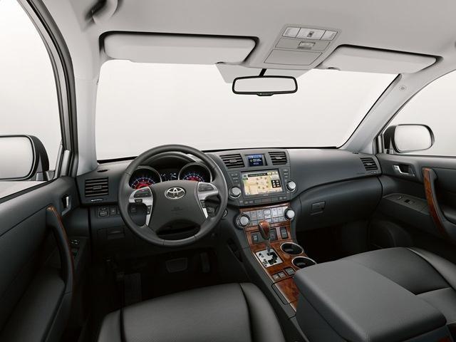 Просторный кожаный салон Toyota Highlander 2013