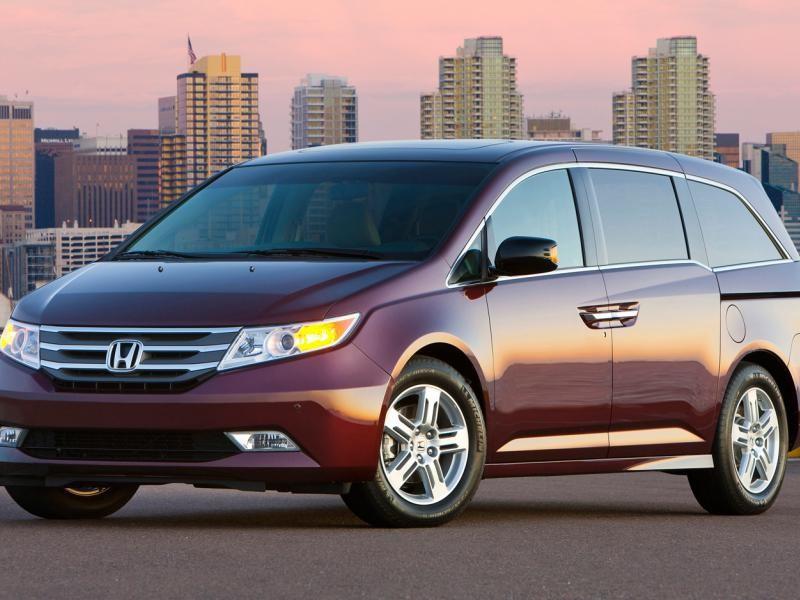 Солидный Honda Odyssey 2013
