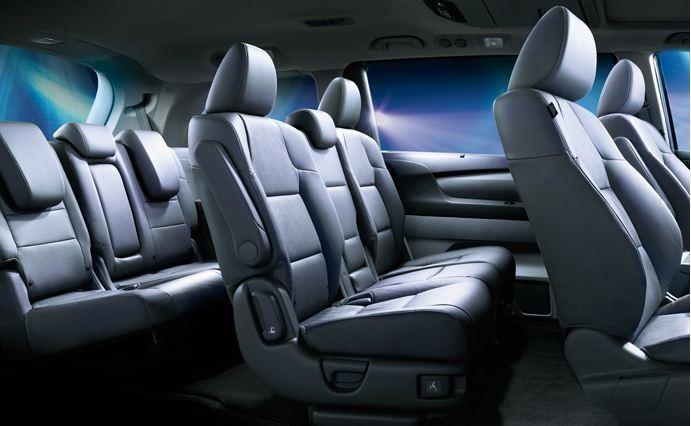 Просторный 7-местный салон минивэна Honda Odyssey