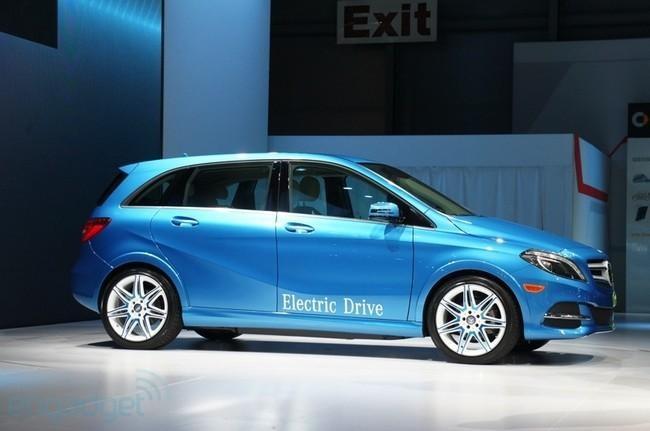 Синий хэтчбек Mercedes B-Class Electric Drive