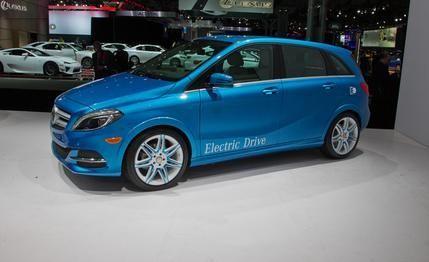 Новый синий Mercedes B-Class Electric Drive