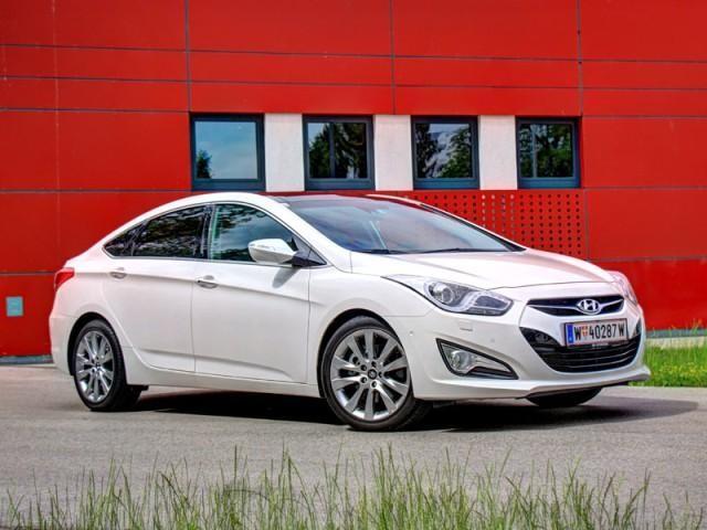 Белый седан Hyundai i40