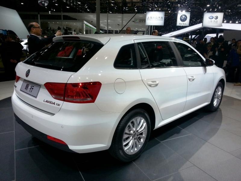 Белый комфортабельный универсал Volkswagen Gran Lavida