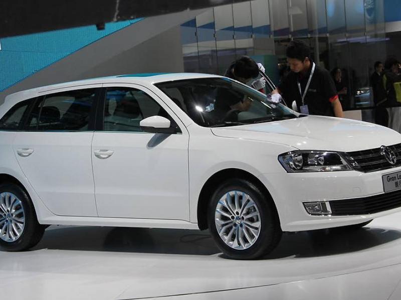 Белый новый универсал Volkswagen Gran Lavida