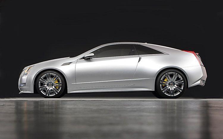 Серебристый Cadillac CTS Coupe вид сбоку