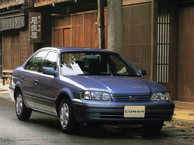 Комфортабельный седан Toyota Corsa, вид спереди