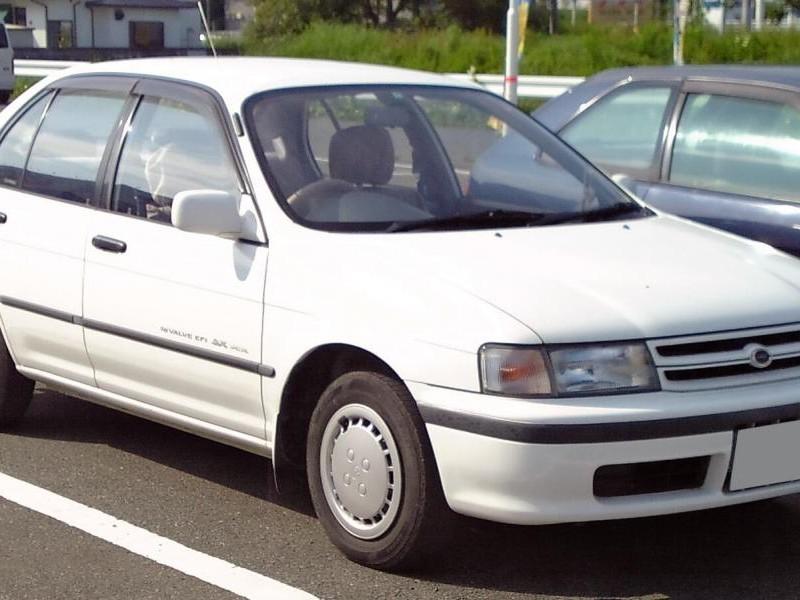 Toyota Corsa, белый седан