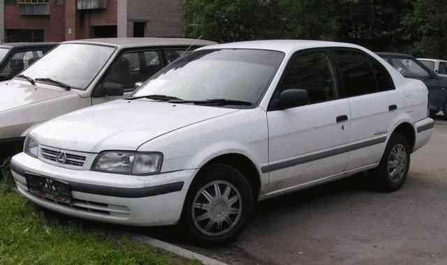 Toyota Corsa - серебрестый седан