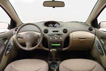 Бежевый салон, руль, кпп Toyota Echo