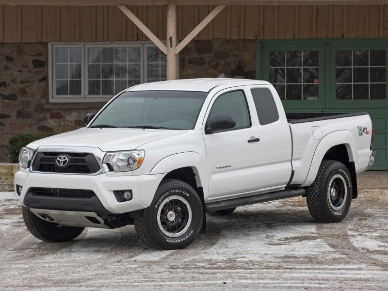 Белый комфортабельный пикап Toyota Tacoma