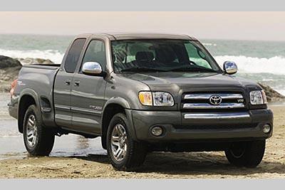 Серебристый пикап Toyota Tundra
