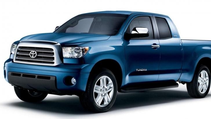 Синий комфортабельный пикап Toyota Tundra