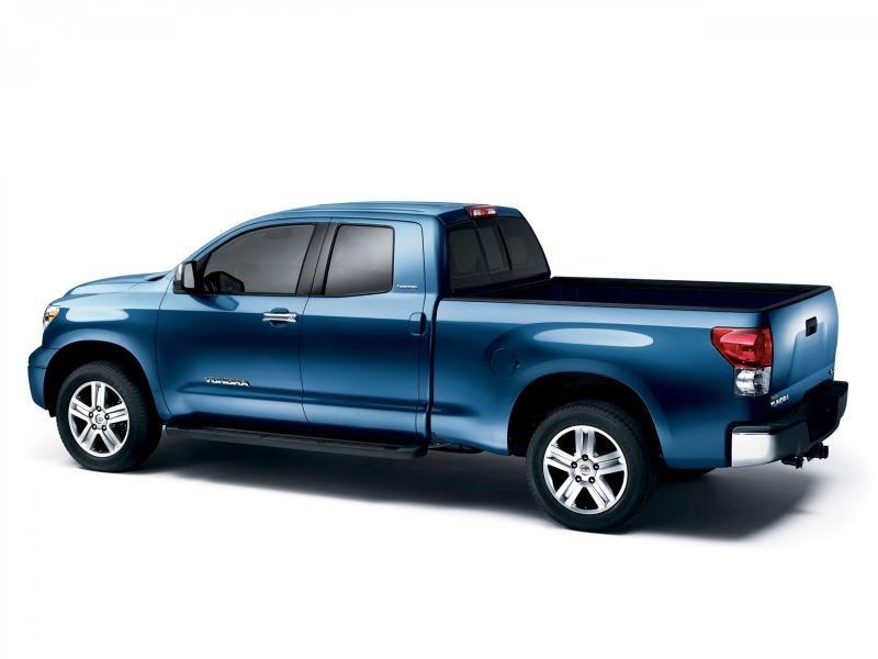 Синий пикап Toyota Tundra