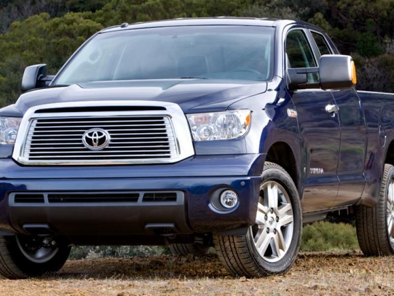 Синий просторный пикап Toyota Tundra