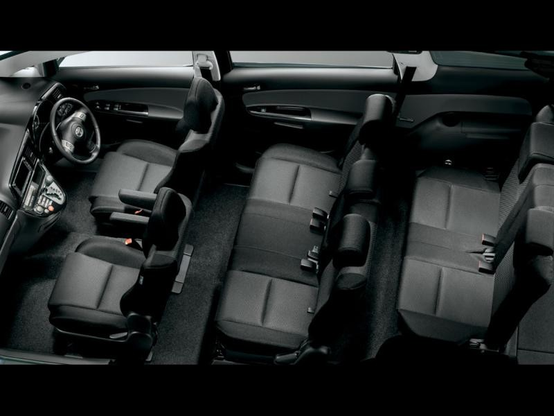 Черный салон Toyota Wish