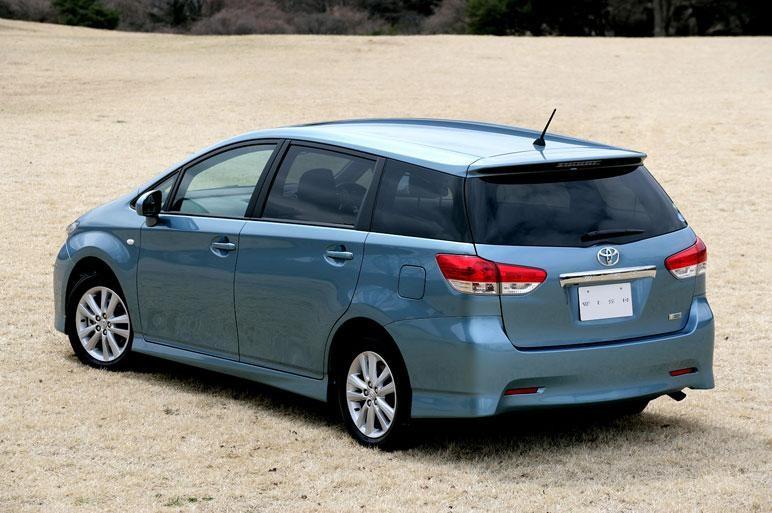 Практичный минивэн Toyota Wish